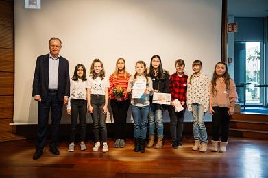 Ministerpräsident mit den Lesbar-Vertreterinnen©Junge Presse Niedersachsen
