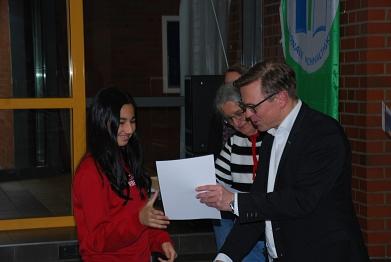 Auszeichnung durch den Schulleiter©MDG-Nienburg