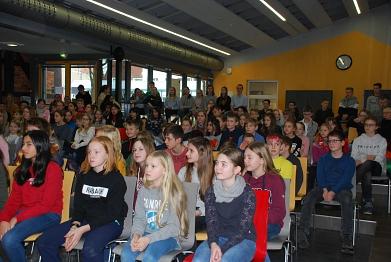 Beinahe 90 Schüler verfolgten die Preisverleihung©MDG-Nienburg