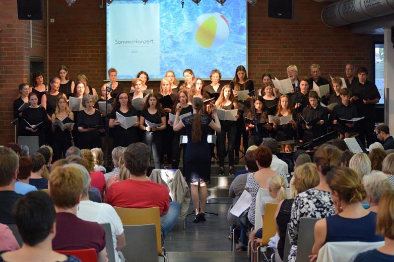 Chorklasse 9, Musikkurs 11unter Leitung von Nicole Prahl und mit Unterstützung der Nienburger Kantorei©MDG-Nienburg