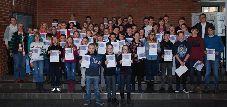 Die Gruppe der ausgezeichneten TeilnehmerInnen©MDG-Nienburg