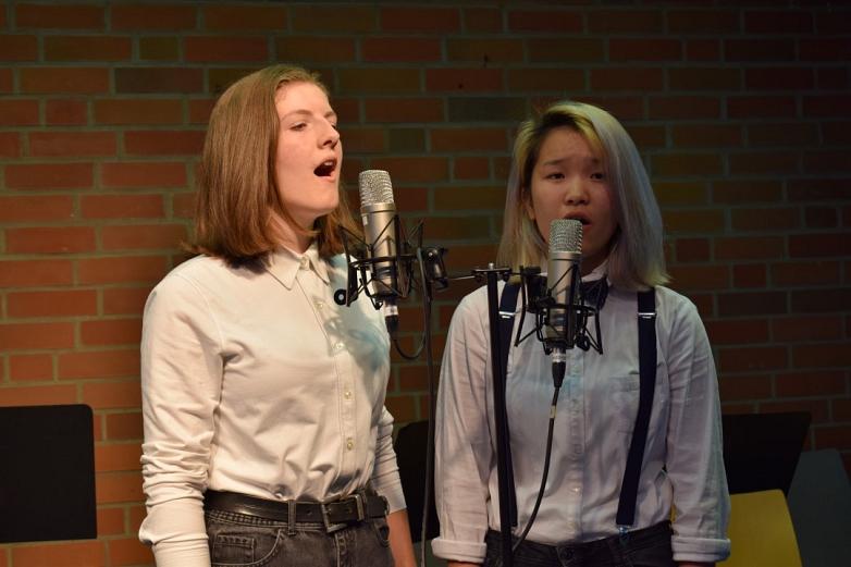 Duett von zwei Schülerinnen der 10. Klasse©MDG-Nienburg
