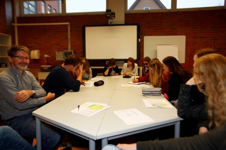 Erster Austausch: Die SchülerInnen erstellen gemeinsame Stundenpläne©MDG-Nienburg