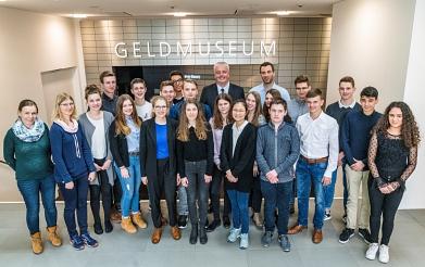 Gruppenbild im Geldmuseum©MDG-Nienburg