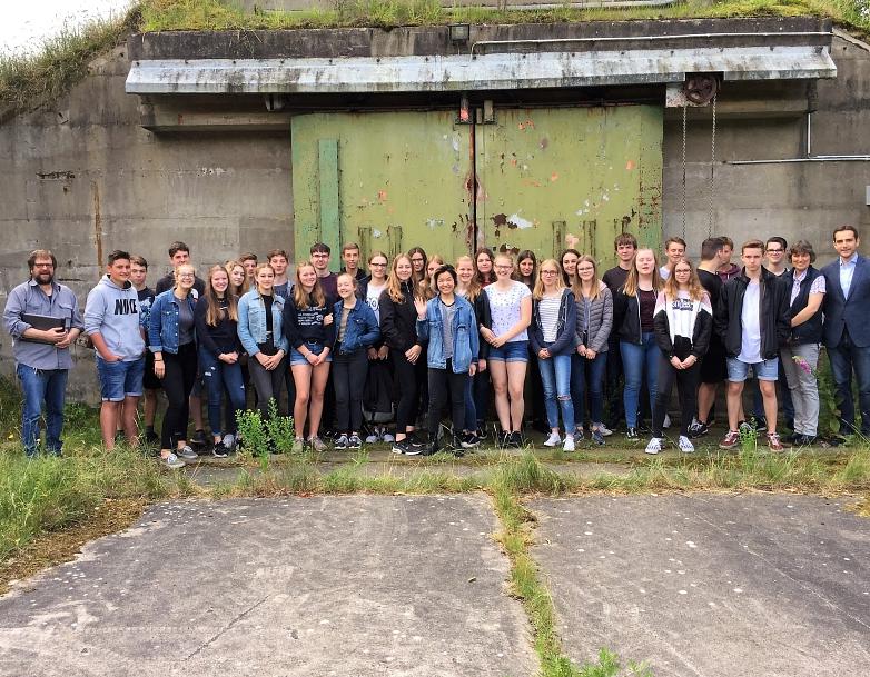 Gruppenfoto vor dem Bunker©MDG-Nienburg