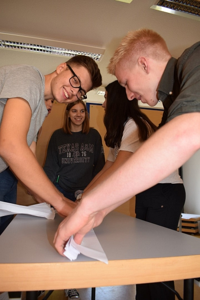Knifflige Aufgaben in der Gruppenarbeit©MDG-Nienburg