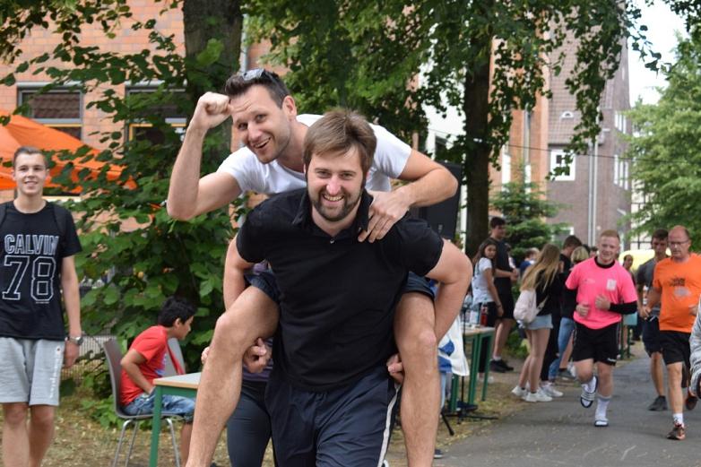 Lehrer-Duo mit vollem Einsatz©MDG-Nienburg