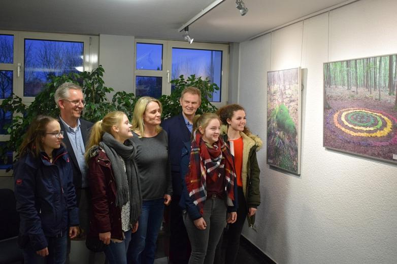 Leiter Bargemann, Kunstlehrer und die Künstlerin Marie Warneke©MDG-Nienburg