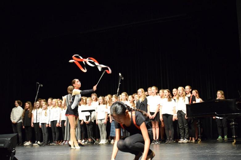 MDG-Chor und MTV-Tänzerinnen 3©MDG-Nienburg