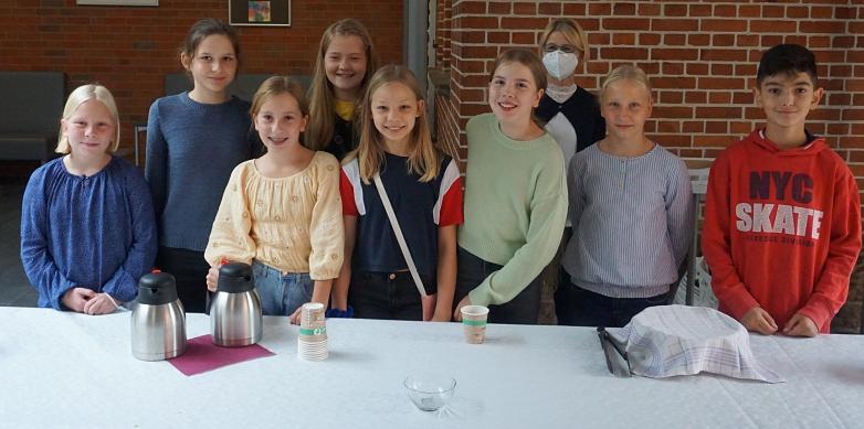 Schülerinnen und Schüler aus der 6b mit Frau Adam©MDG-Nienburg