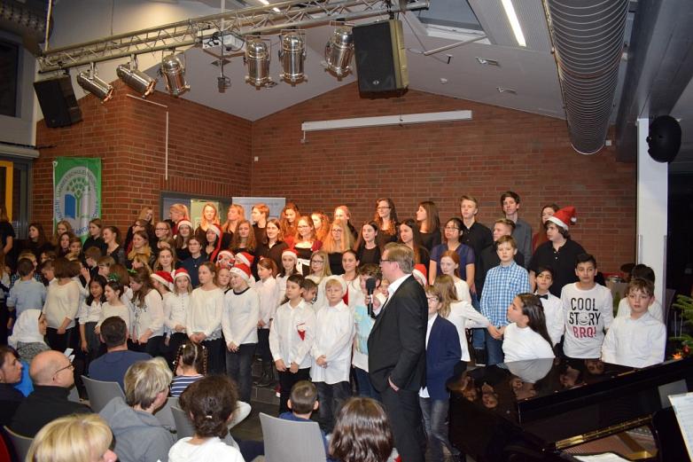 Schulleiter dankt allen Anwesenden©MDG-Nienburg