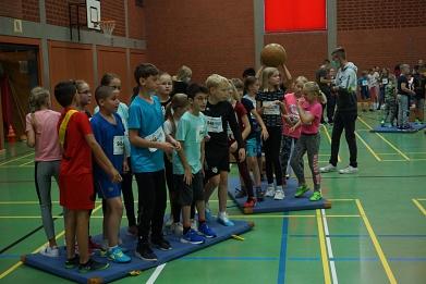 Schulsportstaffette Mattenspiel©MDG-Nienburg