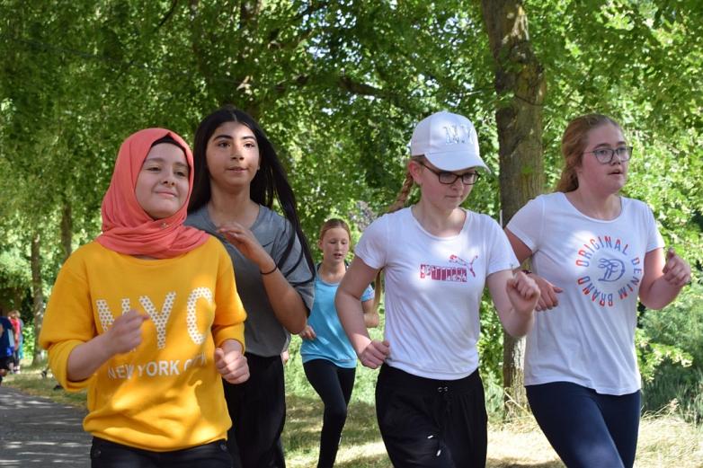 Schülerinnen beim Laufen©MDG-Nienburg