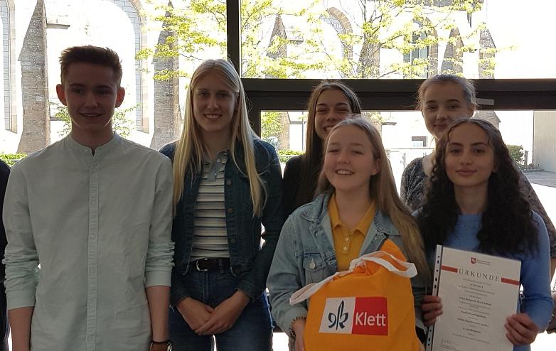 Teilnehmer mit Urkund Englisch-Wettbewerb 2019©MDG-Nienburg
