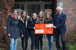 Übergabe vom Erlös der Spendenaktion im Kinderheim Rehburg
