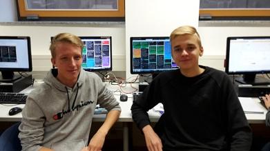 Zwei Teilnehmer vor den Profilen©MDG-Nienburg